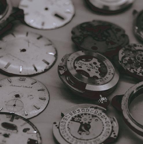 58fbcde25b 腕時計の修理と言えばまず思い浮かぶのがムーブメントの不具合を修理する分解掃除です。その他にもガラスが割れたり水が入ったりいろいろな症状により修理屋に依頼する  ...